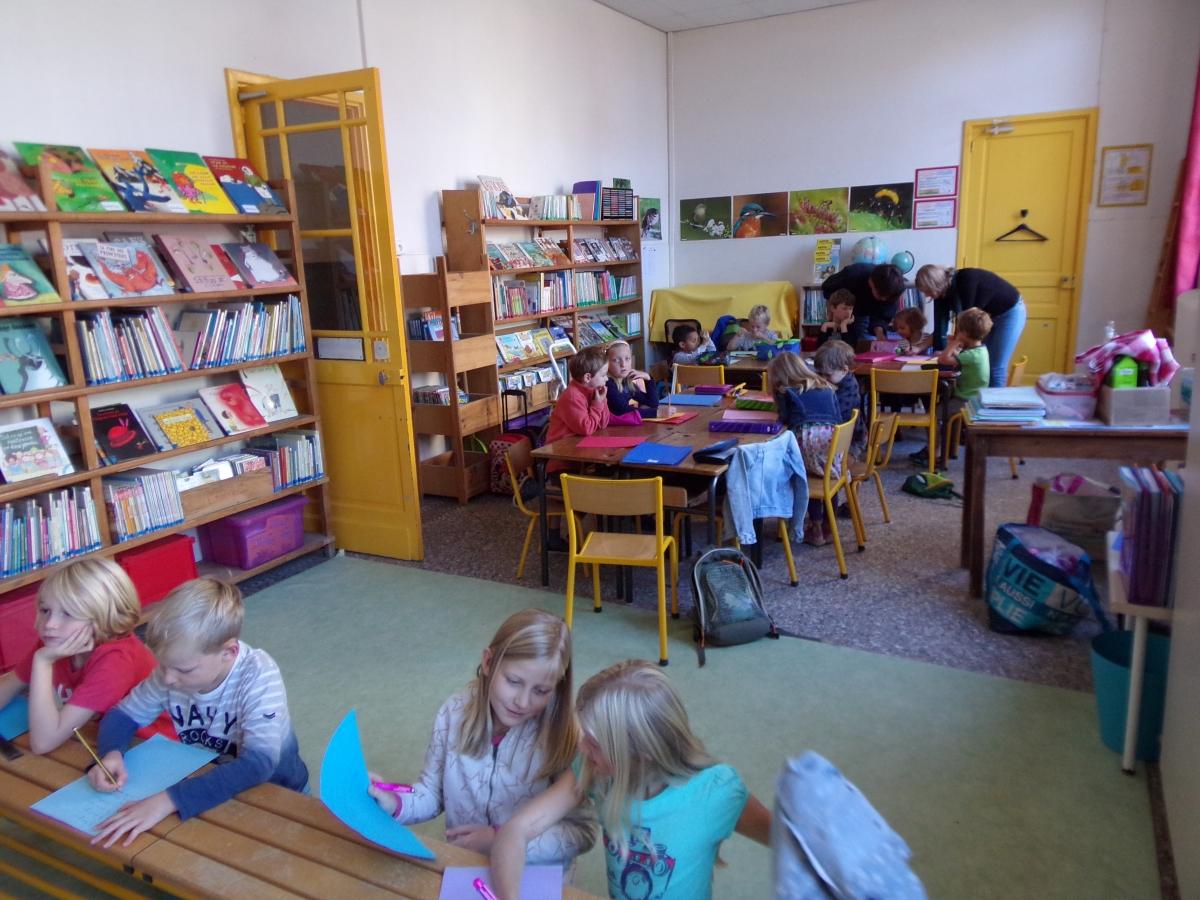 De kinderen waren super enthousiast en hard aan het werk.